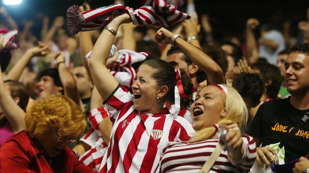 Aficionadas en un partido entre el Athletic de Bilbao y el Barça.