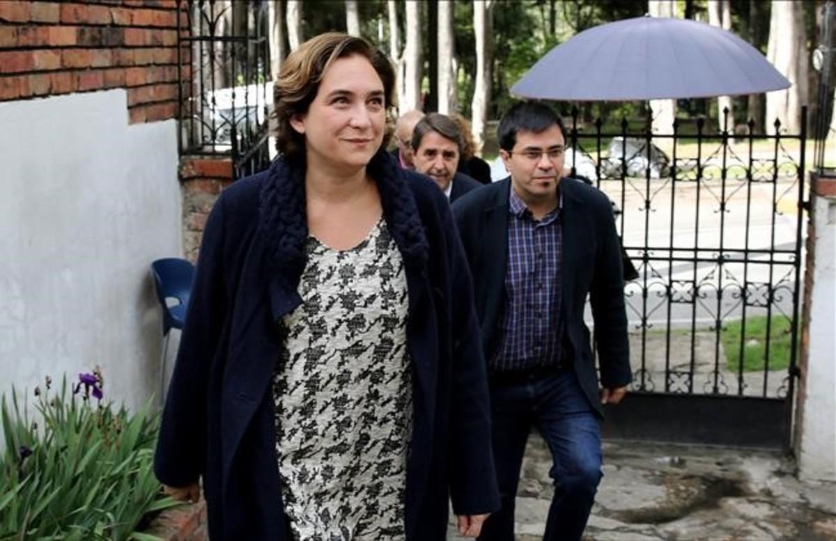 La alcaldesa de Barcelona Ada Colau a su llegada al Centro Nacional de Memoria Histórica en Bogotá