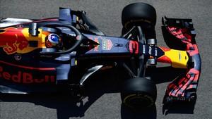 Ricciardo firmó el mejor tiempo en el Libre1