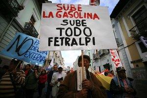 El 75 por ciento de ecuatorianos se ha mostrado descontento con la subida del precio de las gasolinas impulsada por el Gobierno del presidente Lenín Moreno.