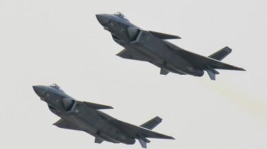 China muestra en público sus nuevos cazas furtivos J-20 que, según EEUU, fabricó con planos robados