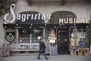 Establecimiento histórico dedicado a la venta y reparación de instrumentos musicales que mutó en bar hace medio año.