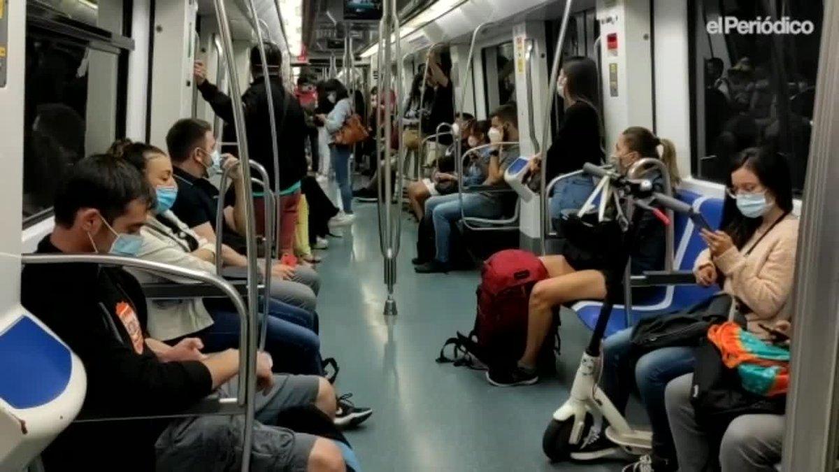 Ambiente en el metro el primer dia de trabajo postvacacional.