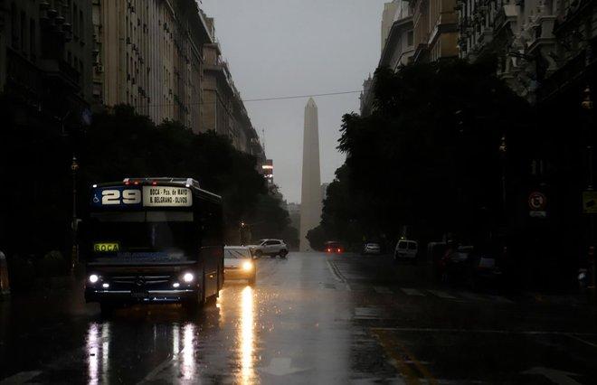 Apagón eléctrico masivo en Argentina y Uruguay, la incidencia ha durado 7 horas.