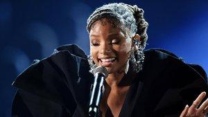 La cantante y actriz Halle Bailey, en su actuación en los Grammy.