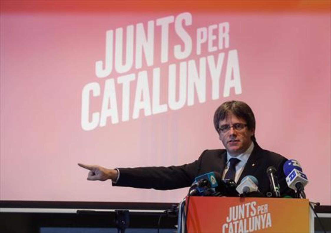 Carles Puigdemont, durante la presentación de la candidatura de Juntsper Catalunya, ayer cerca de Brujas.