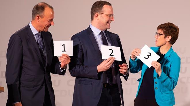 La CDU pone fin a una era con la elección del sucesor de Angela Merkel. En la foto, de izquierda a derecha, los tres candidatos a presidir la CDU, Friedrich Merz, Jens Spahn y Annegret Kramp-Karrenbauer.