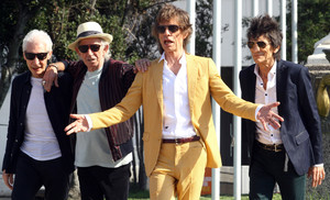 Charlie Watts, Keith Richards, Mick Jagger y Ronnie Wood, llegando al Estadio Nacional de Santiago de Chile, el pasado lunes.