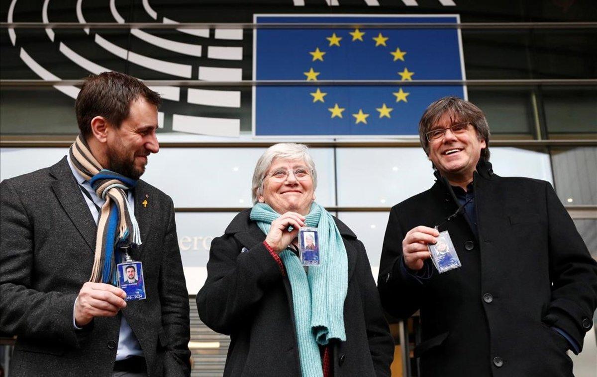 Los eurodiputados Comín, Ponsatí y Puigdemont, ante elParlamento Europeo.