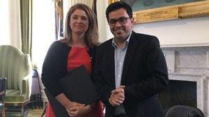 El concejal del Ayuntamiento de Barcelona, Gerardo Pisarello y la vice-alcaldesa de Nova York, Alicia Glen.