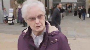 La anciana británica que carga contra Jhonson al ser preguntada en plena calle