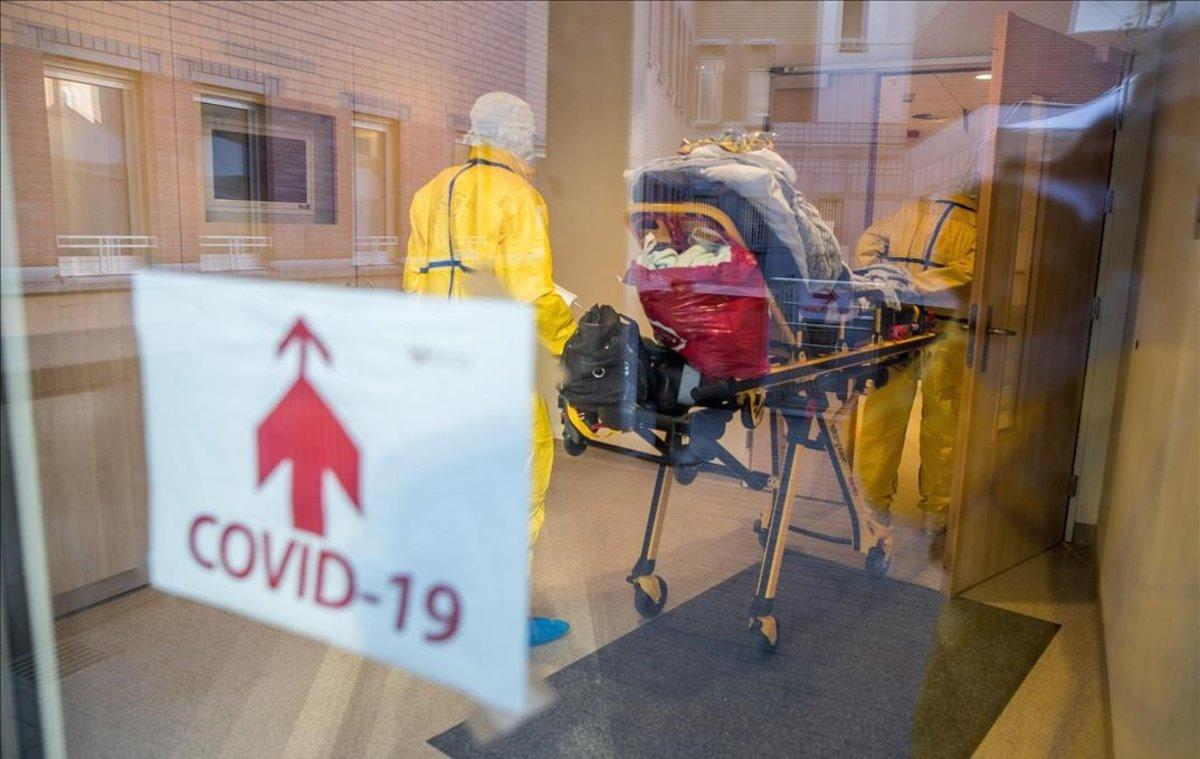 Un paciente que podría tener coronavirus en el Hospital Saint-Pierre en Bruselas.