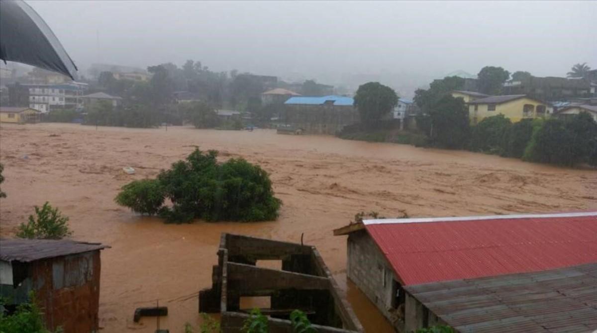 Desprendimiento de tierra cerca de Regent, en el embalse de Guma, junto a Freetown, la capital de Sierra Leona.