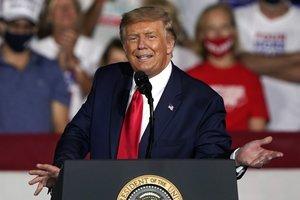 Trump trata de cambiar su imagen ante los soldados luego de haber criticado a los fallecidos en acción, según la revista The Atlantic.