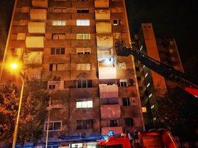 Cau un balcó del cinquè pis de la caserna de la Guàrdia Civil a Badia del Vallès