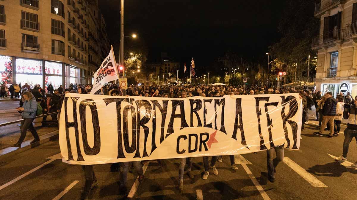 Empieza la manifestación de los CDR en la ronda de Sant Pere de Barcelona.