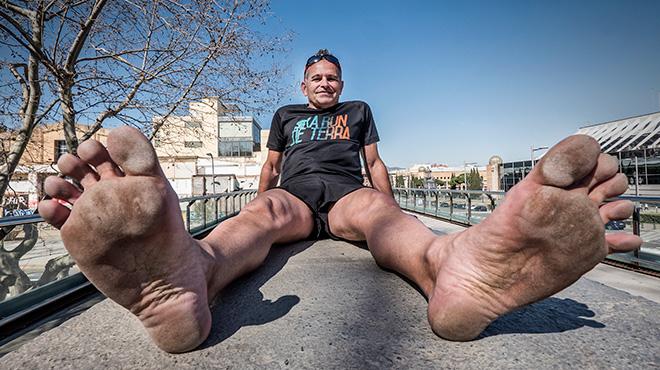 Enric Gómez, correrá su quinta maratón descalzo