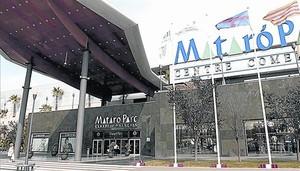 Entrada del centro comercial Mataró Parc, promovido por el empresario Tomás Olivo en el 2000.