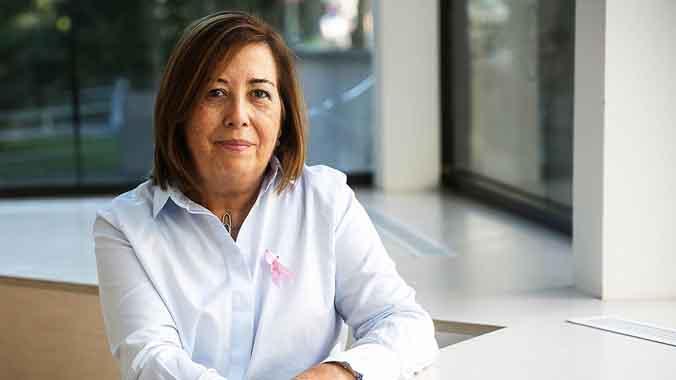 Pilar Roger, de 65 años, en el 'Espai actiu contra el càncer' de la Asociación Española Contra el Cáncer (AECC).