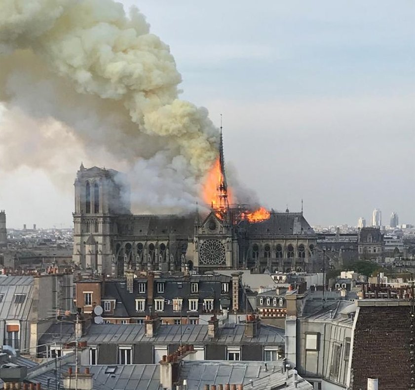 Espectaculares llamas en el incendio de Notre Dame.