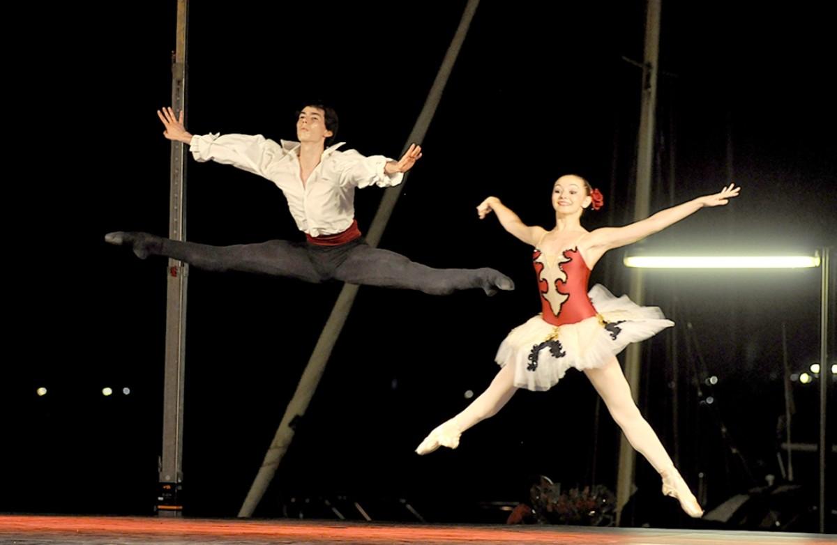 Espectáculo de danza en el marco de Les Nits del Port de Badalona.