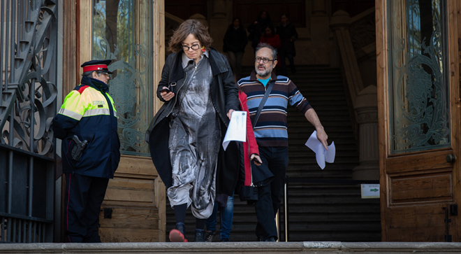 Eulàlia Reguant y Antonio Baños a la salida del TSJC