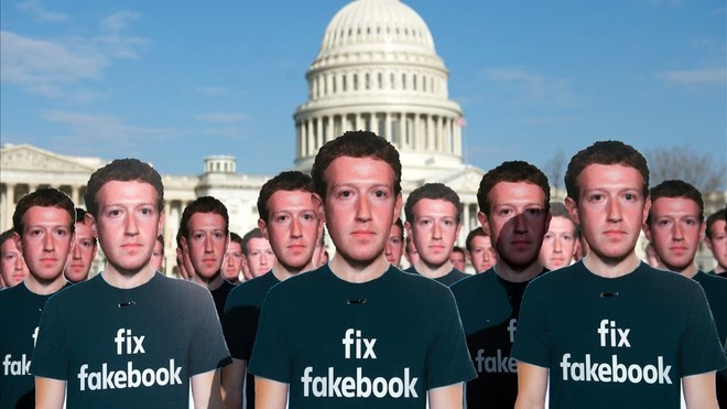 Un centenar de figuras de cartón del fundador deFacebook,Mark Zuckerberg, frente al Capitolio enWashington.