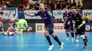 Ferrao festeja su gol en la final.