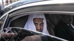 El fiscal general de Arabia Saudi, Saud al Moyeb, abandona el consulado saudi en Estambul el pasado 30 de octubre.