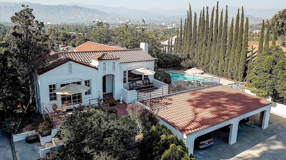 Vista exterior de la casa donde la llamadaFamilia Mansonculminó en 1969 su serie de asesinatosen Los Ángeles.