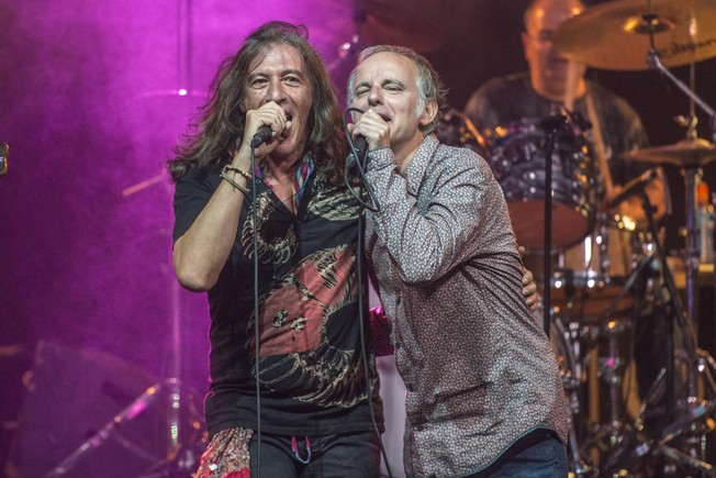 Gerard Quintana amb Lluís Gavaldà, d'Els Pets, convidat especial al concert a Londres.