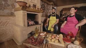 Miembros de Los Gipsy Kings, en uno de los vídeos del concurso Gipsy chef.