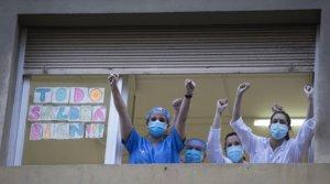 Homenaje a los sanitarios del Hospital Dos de Maig de Barcelona, el 8 de abril.