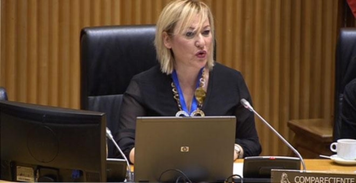 Inés Elena Madrigal, niña robada, en el Congreso.