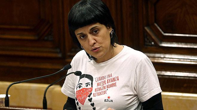 Anna Gabriel, de la CUP, destaca el voto de confianza de su partido para hacer posible la investidura de Carles Puigdemont.