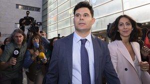 Javier Sanchez Santos,el nuevo hijo delcantante Julio Iglesias, a su llegada al juicio de paternidad que se celebróen la Ciutat de la Justicia de Valencia, el pasado mes de mayo.