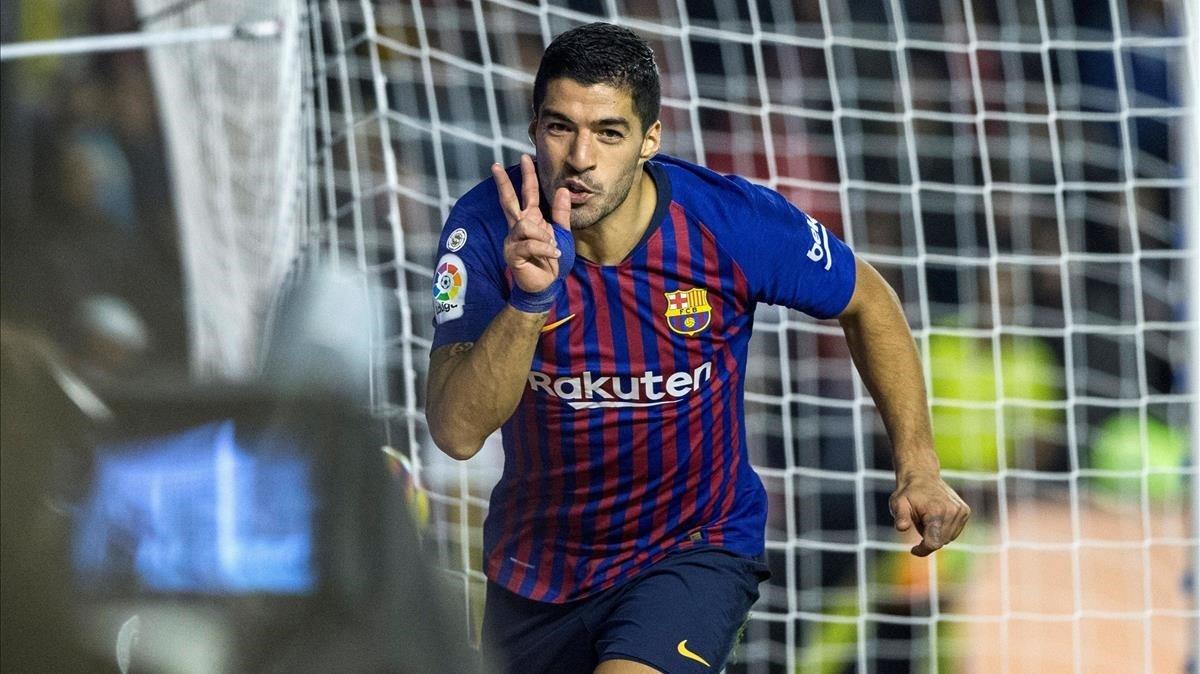 Luis Suárez celebra su segundo gol en Vallecas, el del definitivo 2-3.