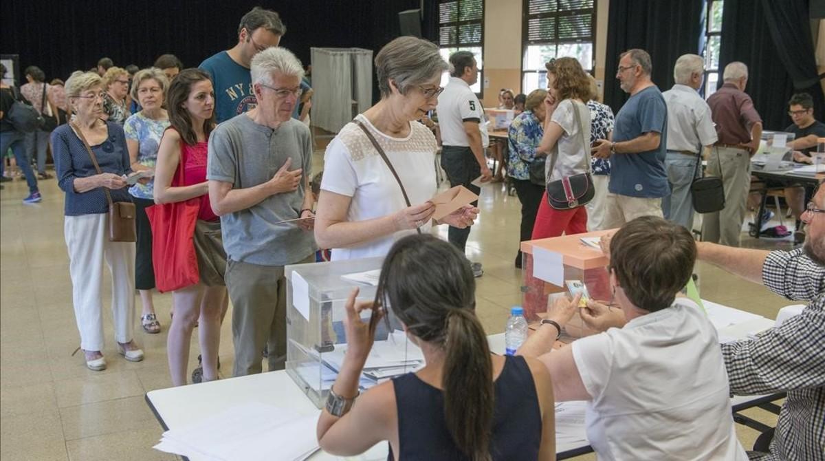 Jornada electoral en el Centre Cívic La Sedeta de Barcelona.