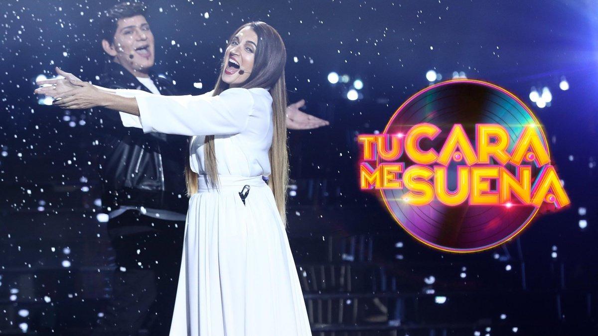 José Corbacho y Silvia Abril como Alfred y Amaia en 'Tu cara me suena: Concierto de año nuevo'.