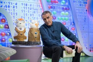 Juan yMedio, con Tikis y Mikis,los muñecos del programa de TVE-1 Poder canijo.