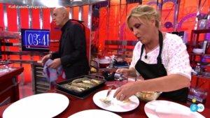 Kiko Matamoros y Lydia Lozano preparando su menú en 'La última cena'.
