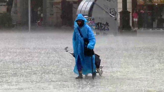 Las intensas lluvias llegan también a Barcelona.