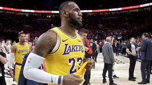 Lebron James con la camsita de los Lakers.