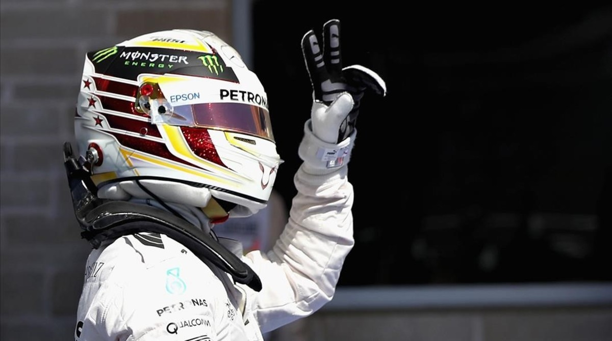 Lewis Hamilton celebra la 'pole' lograda en el Circuito de las Américas.