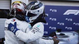 Lewis Hamilton (Mercedes) celebra la victoria y el doblete de Mercedes en Sochi