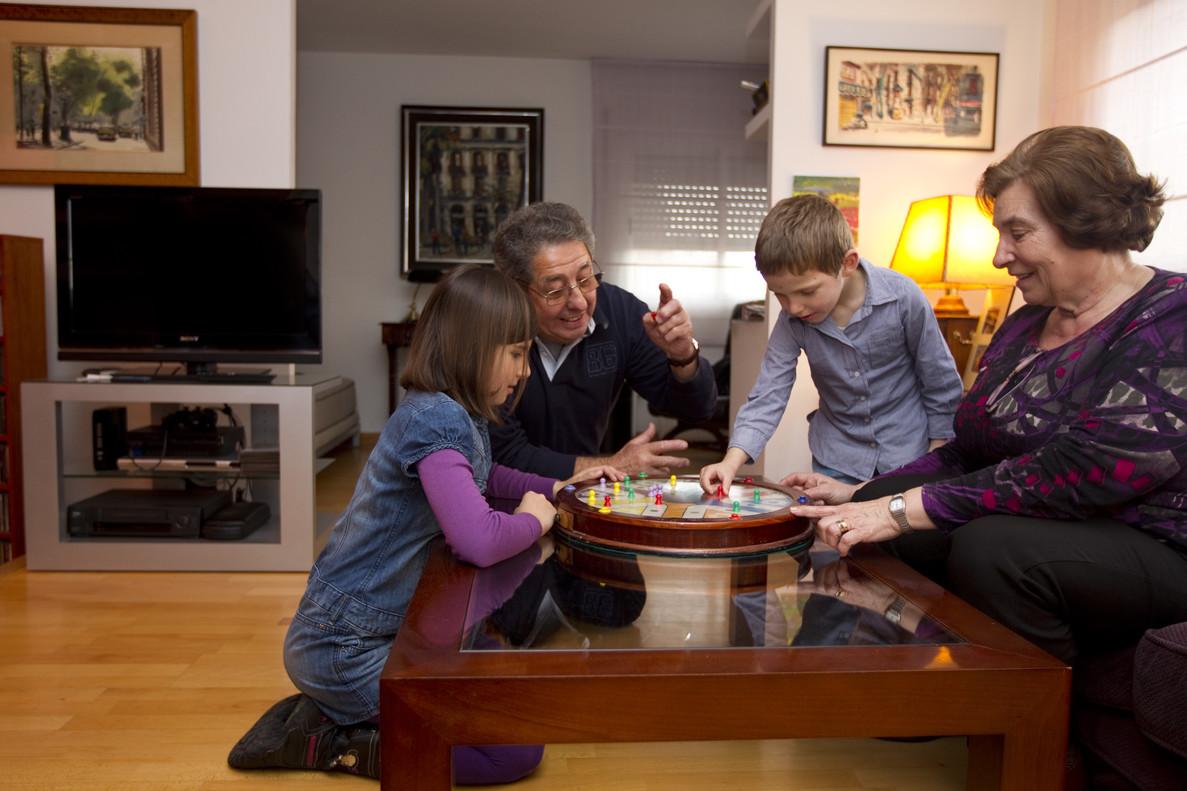 Los abuelos son los heroes de la conciliación familiar y laboral de muchos padres.
