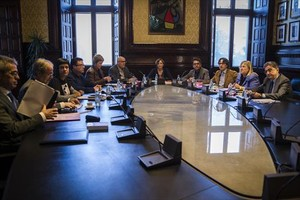 Los miembros de la Mesa del Parlament, en su reunión de ayer por la mañana.