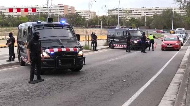 Los Mossos mantienen un dispositivo especial de vigilancia en el barrio de La Mina.