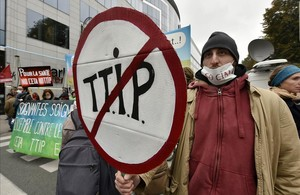 Manifestación contra el TTIP, el 15 de octubre, en Bruselas.