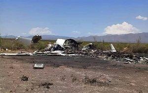 Restos de la aeronave privada que se desplomó al norte de México. AFP